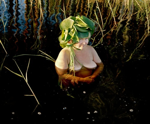 Karoline Hjorth and Riitta Ikonen from the series eyes as big as plates