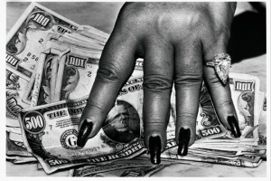 Helmut Newton, Fat Hand with Dollars, Monte Carlo, 1986